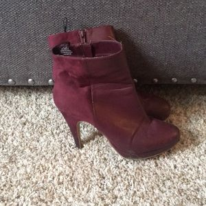 Shoes - Maroon heals size 11